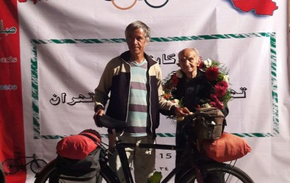 دوچرخه سواران به پیشواز عباس رزاقی رفتند  و برنامه به استاد رحم دل تقدیم شد