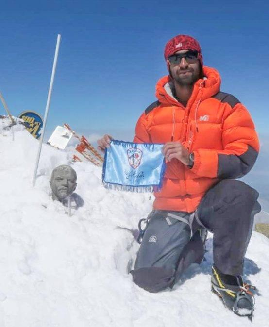 علی حدادی از همباشگاهیان عزیزمون شب گذشته قله لنین را با موفقیت صعود کردند و هم اکنون در کمپ اصلی مستقر می باشد