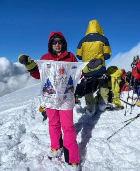 خانم مریم پیله ورری از اعضا باسابقه و ارزشمند #باشگاه_دماوند موفق شده اند بر بلندای قله کورژنفسکایا بایستند